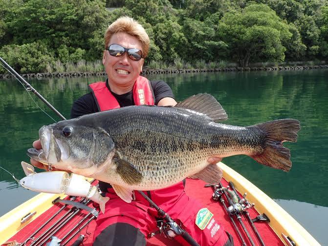 ガルダで釣った61cmの横持ち